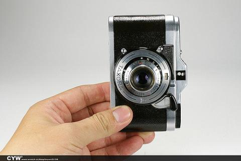 taxona, camera, photo by CYW from Flickr